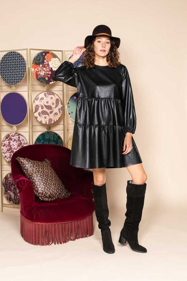 Robe à volants avec des manches longues  faux cuir -Frill dress in fake leather
